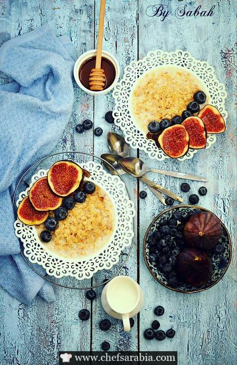 الشوفان المطهو بالحليب و محلى بالعسل
